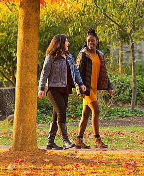Friends-central-walking-on-campus-1